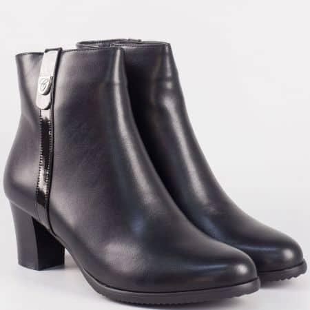Модни дамски боти на среден ток в черно 9526103ch