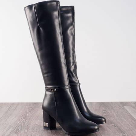 Черни дамски ботуши на висок ток с изчистена визия 9532117ch