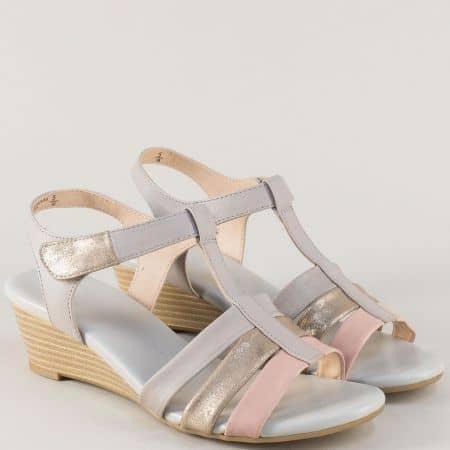 Дамски сандали на клин ходило в розово, сиво и злато 9928202sv