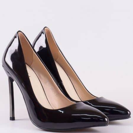 Лачени дамски обувки на висок метален ток в черен цвят- Eliza с кожена стелка  10073lch