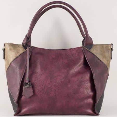 Дамска чанта в бордо с интересна визия ch0599bd