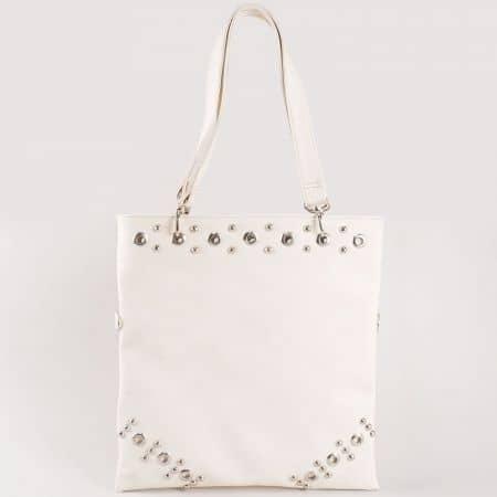Дамска стилна чанта с метални капси на български производител в бяло ch1020b