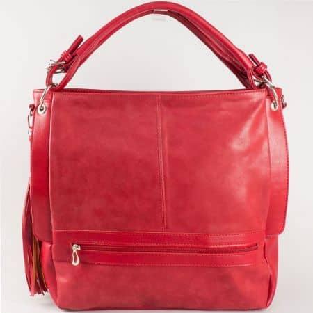 Дамска ежедневна чанта с две дръжки - къса и дълга и пискюл на български производител в червен цвят ch1053chv