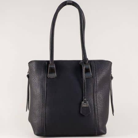 Модерна дамска чанта в черен цвят с външен джоб с цип ch113528ch