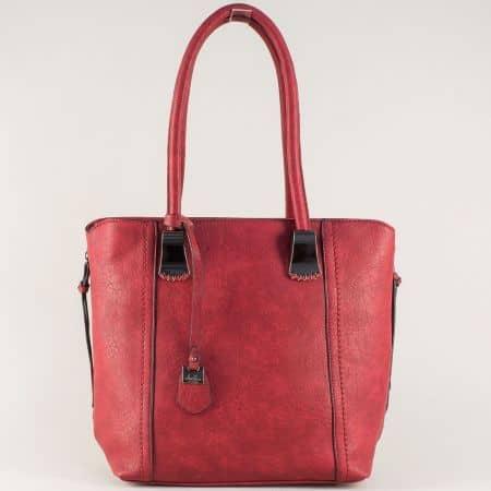 Червена дамска чанта с две прегради и комфортни дръжки ch113528chv