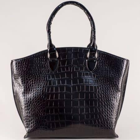 Черна дамска чанта с кроко принт и външен джоб с цип ch1175krch