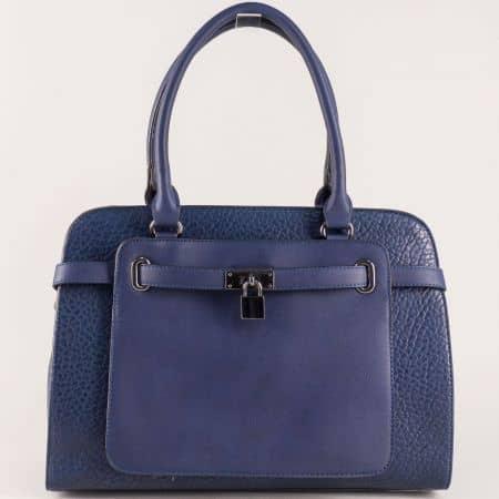 Стилна дамска чанта с ефектна визия изрботена от висококачествена еко кожа ch281216s
