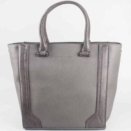 Дамска ежедневна чанта на водещия френски производител David Jones в сив цвят cm2823sv
