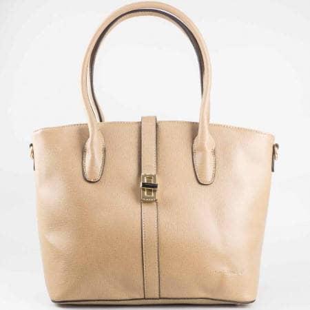 Дамска практична чанта с две дръжки и метална закопчалка на David Jones в светло кафяв цвят ch3924-1k