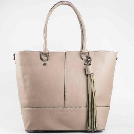 Дамска практична чанта с пискюл на френския производител David Jones в бежов цвят ch3944-2bj