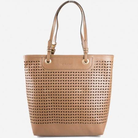 Дамска стилна чанта с перфорация и органайзър на известния френски производител David Jones в кафяв цвят ch3975-2k