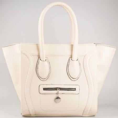 Дамска атрактивна чанта със стилна визия на български производител в бежов цвят ch476bj