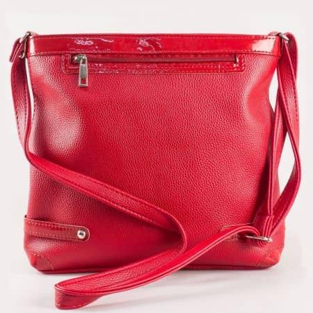 Дамска малка чанта за всеки ден с дълга дръжка през рамо на български производител в червено ch491chv