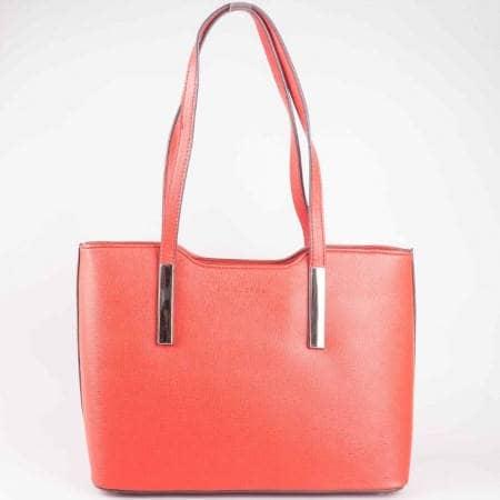 Червена дамска чанта на водещ френски производител с две дръжки и външно джобче с цип ch5029-1chv