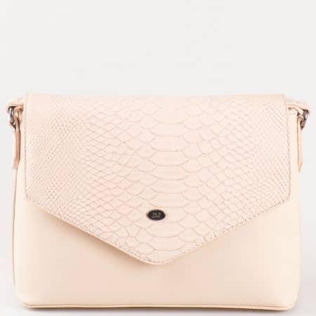 Дамска чанта с кокетна стилна визия и капак на френската марка David Jones в розов цвят ch5056-3rz