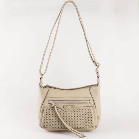 Дамска чанта за всеки ден с дълга дръжка и практично разпределение на френския производител David Jones в светло кафяв цвят ch5074-1sv