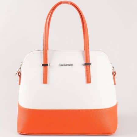 Дамска атрактивна чанта с ефектна изчистена визия на френския производител David Jones в оранжево и бяло ch5077-1bo