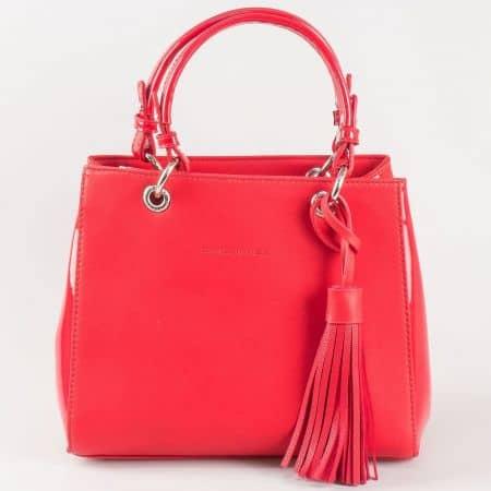 Дамска чанта с пискюл и свежа визия на френския производител David Jones в червен цвят ch5078-1chv