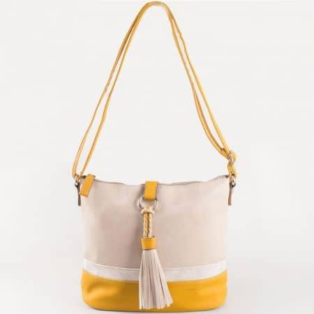 Дамска ежедневна чанта с пискюл и практично разпределение на френския производител David Jones в бежов и жълт цвят ch5080-1j
