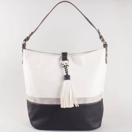Дамска чанта за всеки ден в интересна цветова комбинация с пискюл на френската марка David Jones в бяло и черно ch5080-2ch