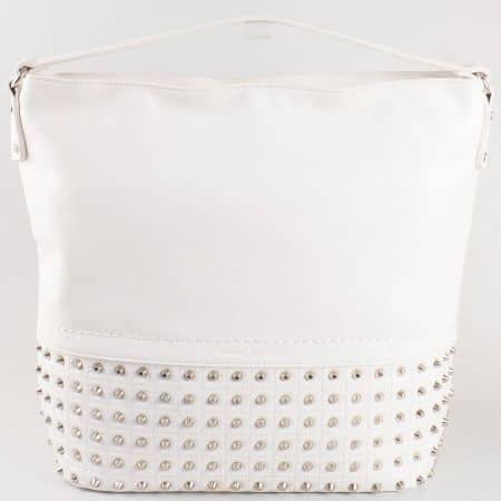 Дамска атрактивна чанта с метални капси и къса дръжка на френския производител David Jones в бяло ch5106-1b