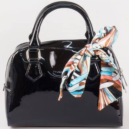 Дамска кокетна чанта с две дръжки и цветно шалче на френската марка David Jones в черен цвят ch5108-1ch