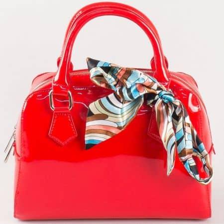 Дамска елегантна чанта с ефектно шалче на френския производител David Jones в червено ch5108-1chv