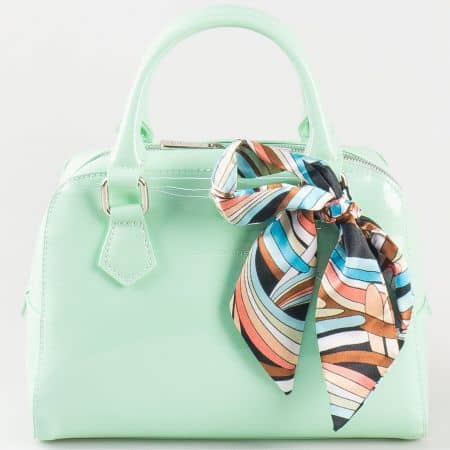 Дамска чанта за всеки ден с атрактивна елегантна визия на френския производител David Jones в зелен цвят ch5108-1z