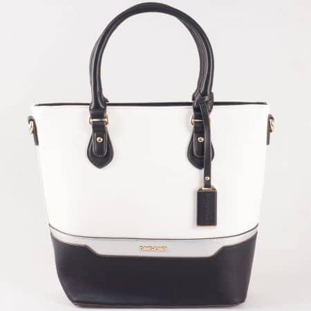Дамска атрактивна чанта със стилна визия на David Jones в бяло и черно ch5110-3b