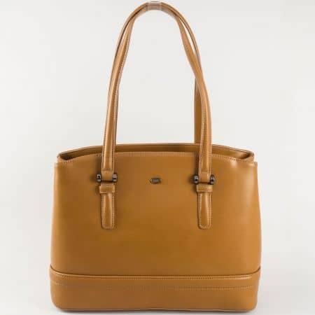 Удобна дамска чанта с две средни дръжки и практично разпределение- David Jones в кафяв цвят  ch5263-1k