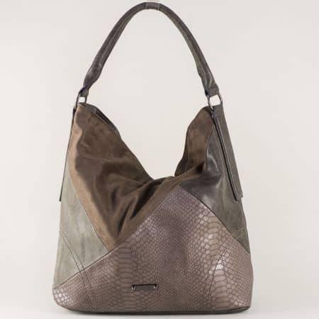 Тъмно кафява дамска чанта с интересен принт и модерна визия ch5296-1kk