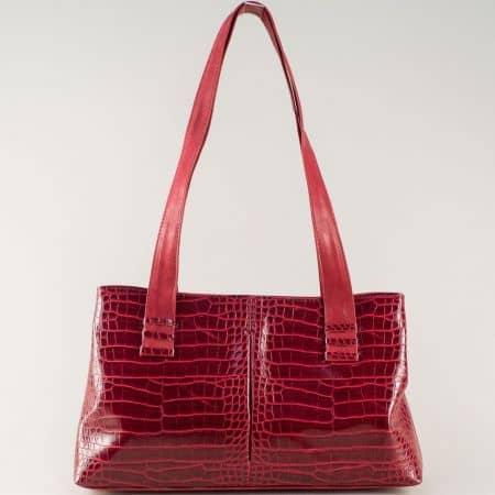 Червена дамска чанта с удобни две дръжки и практични прегради ch668chv