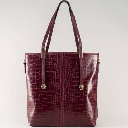 Ежедневна дамска чанта в цвят бордо с удобни дръжки и модерна визия ch669bd