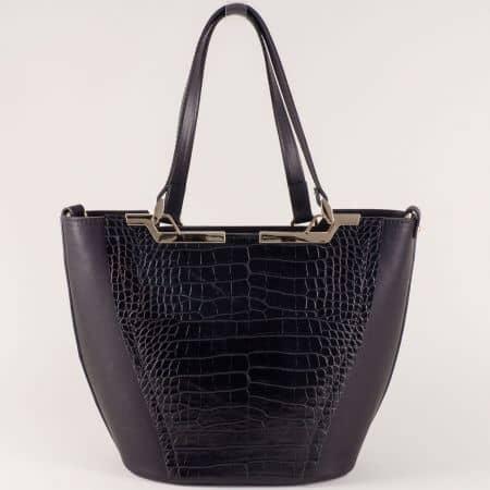 Черна дамска чанта на български производител с практични прегради ch672ch