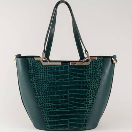 Зелена дамска чанта на български производител с практични прегради ch672krz