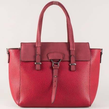 Атрактивна дамска чанта в червено с две къси и допълнителна дълга дръжка ch8141chv