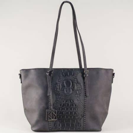 Черна дамска чанта с удобни дръжки и ефектен кроко принт ch90501ch