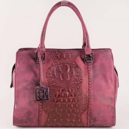 Дамска чанта в цвят бордо от висококачествена еко кожа с две къси и допълнителна дълга дръжка ch90502bd