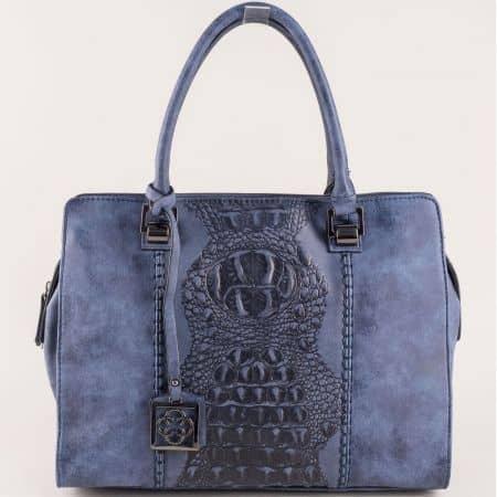 Модерна дамска чанта в синьо с две къси и допълнителна дълга дръжка ch90502s