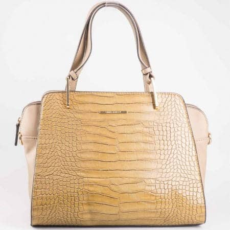 Дамска стилна чанта с две дръжки и кроко принт на David Jones в бежов цвят cm2716bj