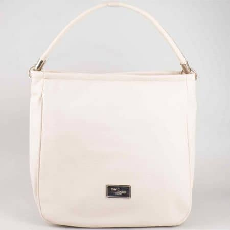 Бежова дамска чанта David Jones със семпъл дизайн и фирмена емблема cm3006bj