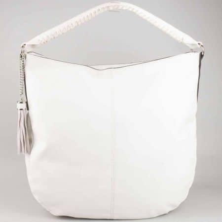 Бяла дамска чанта тип торба David Jones с пискюл и модерна дръжка cm3011b