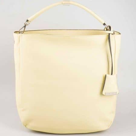 Ефектна жълта дамска чанта David Jones с изчистен дизайн cm3015j