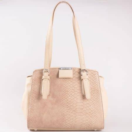 Дамска чанта за всеки ден с атрактивна визия на френската марка David Jones в кафяв цвят cm3086k