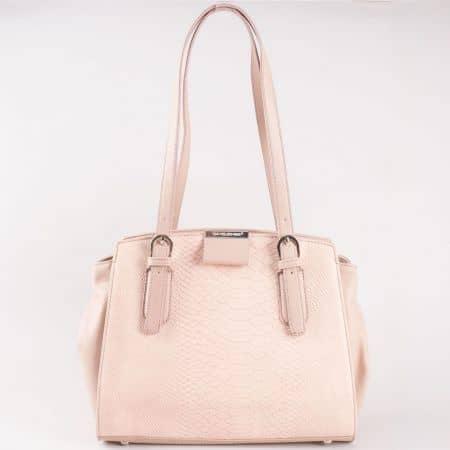 Дамска атрактивна чанта със змийски принт на френския производител David Jones в розов цвят cm3086rz