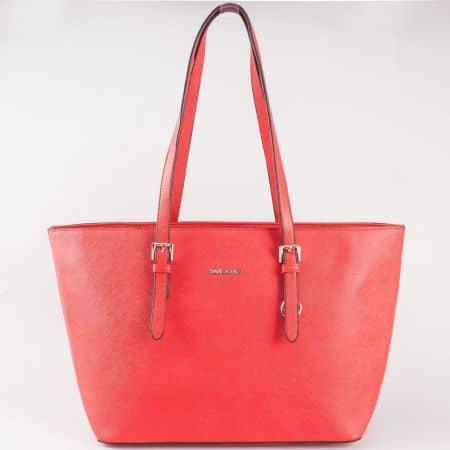 Дамска изчистена чанта с къса дръжка, която се регулира на френския производител David Jones в червено cm3093chv