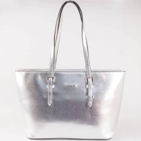 Дамска стилна чанта с къси регулиращи се дръжки на френския производител David Jones в сребристо cm3093sr