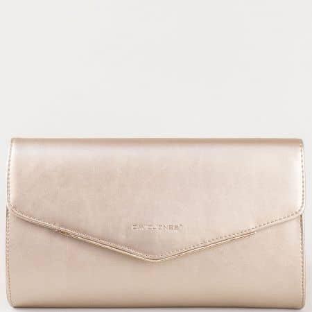 Дамска елегантна чанта, тип клъч, с капак на френския производител David Jones в златисто cm3094zl