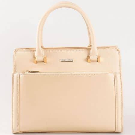 Дамска чанта за всеки ден с атрактивна визия на David Jones в бежов цвят cm3097bj