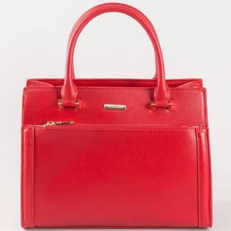 Дамска твърда чанта с атрактивна визия на френския производител David Jones  в червено cm3097chv
